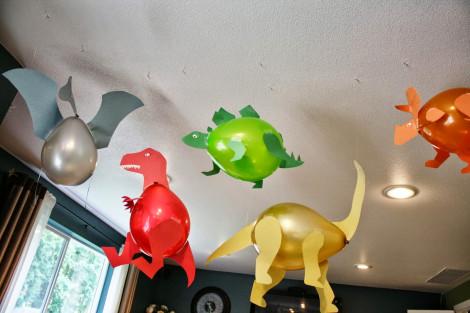 Dinossauros feitos de bexigas e papel Colorset (parte 1)